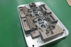 Casting mold of four-cylinder head