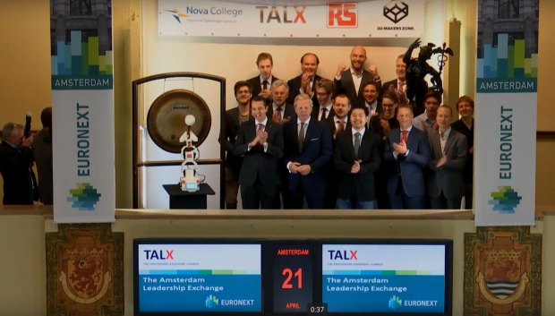 3D printed robot opens trading on Amsterdam Stock Exchange1