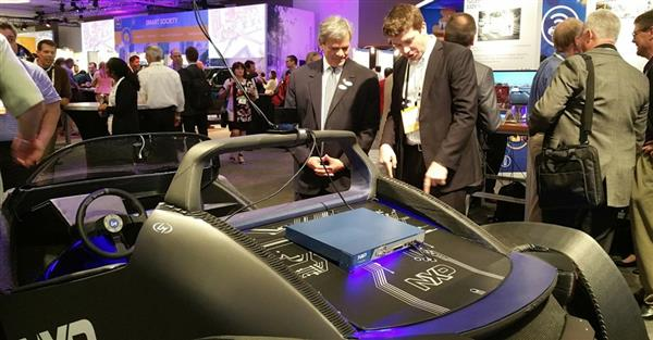 local-motors-unveils-3d-printed-strati-car-packed-with-autonomous-driving-iot-tech-3