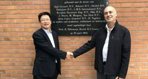 Professor Shoufeng Yang, KU Leuven, shakes hands with Avi Cohen, VP of Healthcare and Education at XJet.